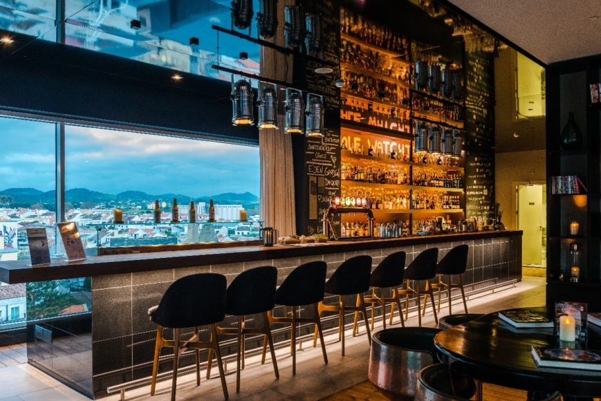 Whale watching bar oferece sunsets panoramicos rooftop azor hotel canoticias 2019 04 30 10 14 29 1 970 2500